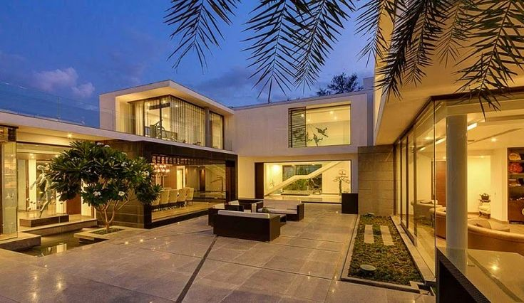 Moderna Villa Center Court / DADA Partners, Nueva Delhi, India