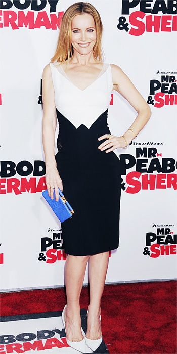 Leslie Mann rocked a sleeveless black-and-white silk Zuhair Murad sheath dress with a sheer lace panel at the waist, styling with Jennifer Meyer jewelry, a blue clutch, and white pumps.