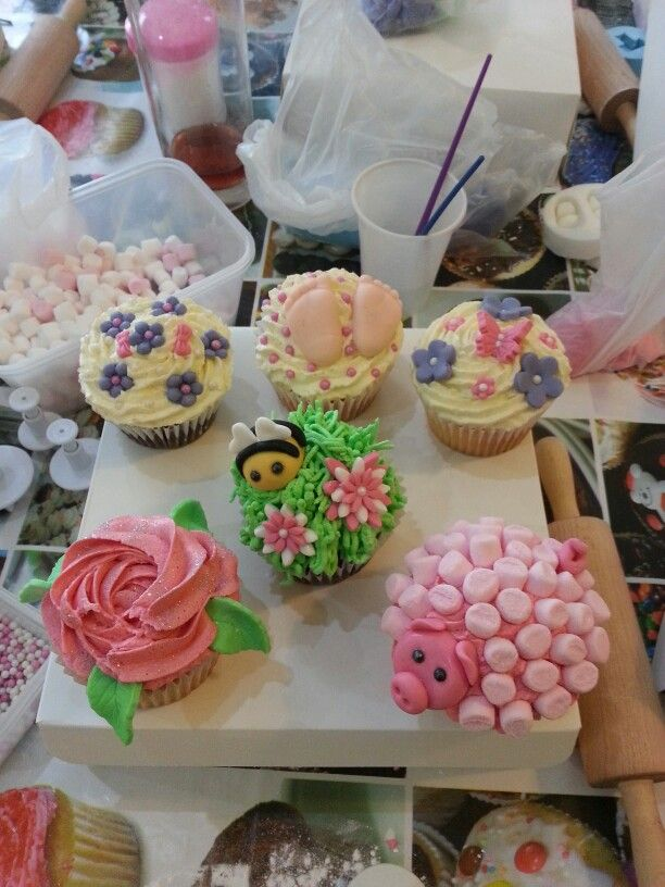 Cup cake decorating
