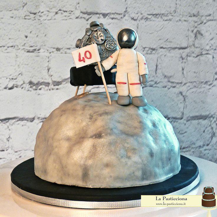 """Torta """"sbarco sulla luna"""" con Astronauta e LEM"""