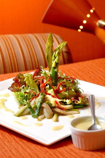 Aprenda a preparar uma deliciosa salada de folhas com vinagrete de champagne