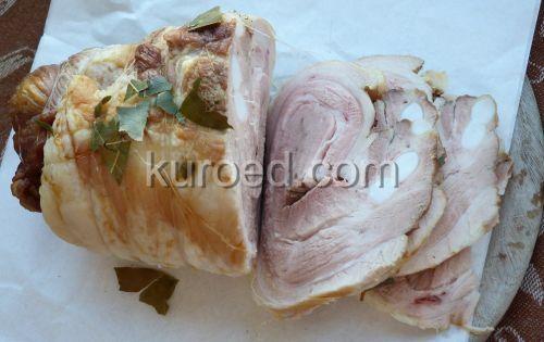 Подчеревок запеченный с чесноком и лавровым листом, без соли