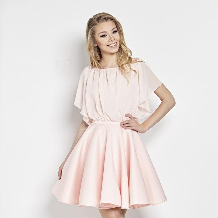 Růžové pastelové šaty Betty M Flamingo Dokonalý kousek nejen pro mladé dámy, ale i všechny majitelky štíhlých nohou a úzkých pasů. Nádherné šaty vhodné pro družičky či svědkyně na svatby, na zahradní párty, na dovolenou, na večírek s kamarádkami. Pastelově růžové, sukně nabraná ve větším objemu, díky materiálu skvěle drží tvar. Živůtek z lehoučkého tylu - tvoří spadlý rukávek (spodní část neprůhledná), vpředu i vzadu jsou šaty vykrojené (v zadní části trochu více). Zapínání na zip v zadní…