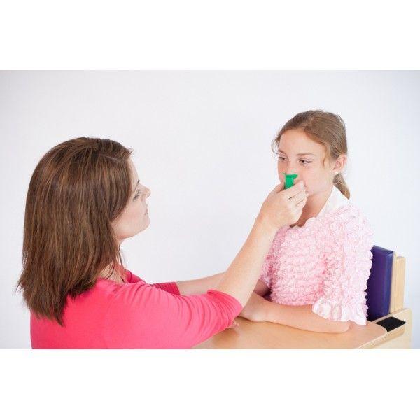 """Il Flauto Nasale è un """" flauto"""" da suonare con il naso anzichè con la bocca. Il Flauto Nasale è uno dei migliori strumenti disponibili sul mercato per facilitare il flusso d'aria nasale, parte integrante della riabilitazione del'insufficienza velo-faringeo con un successivo miglioramento della qualità del linguaggio."""