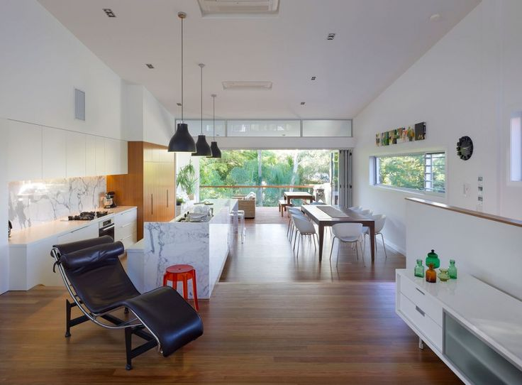 Bowler by Tim Stewart Architects: Good layout for a kitchen, dining and living open plan