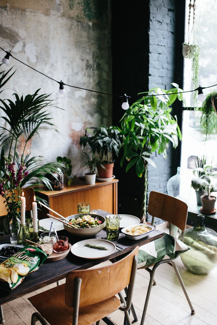 A sundowner dinner table styling