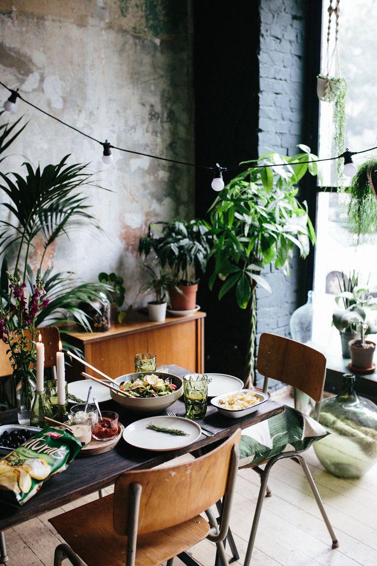 A sundowner dinner table styling