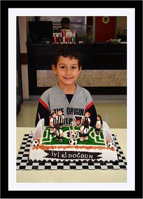 mavi demlik mutfağı- izmir butik pasta kurabiye cupcake tasarım- şeker hamurlu-kur: Yağız'ın Beşiktaşlı Doğum Günü Pastası