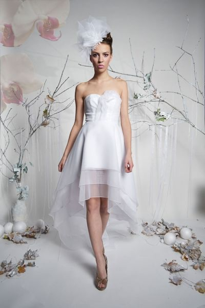 Angel - krótka suknia ślubna z długim trenem