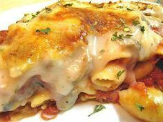 Ένα υπέροχο σουφλέ ζυμαρικών. Μια συνταγή για ένα εύκολο σουφλέ με πένες , σάλτσα ντομάτας, μπέϊκον ή ζαμπόν και τυριά. Ένα νόστιμο και χορταστικό φαγητό γ
