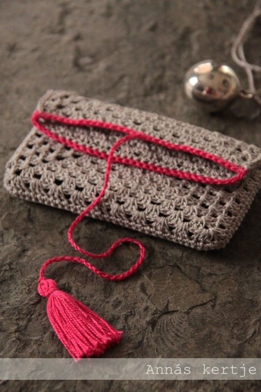 Bag/ Ipad carrier: make two granny squares, sew together, make border and tassle to wrap around. Easy