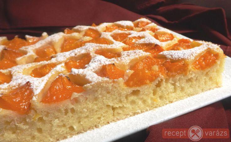 Bögrés sárgabarackos sütemény