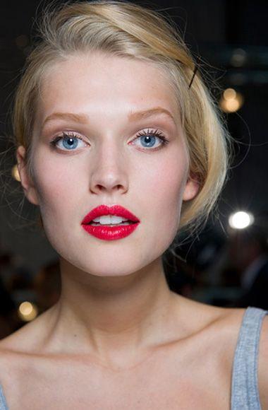 eye makeup model Toni Garrn