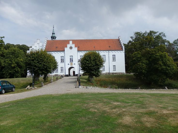 Kokkedal slot 5 km SV for Brovst