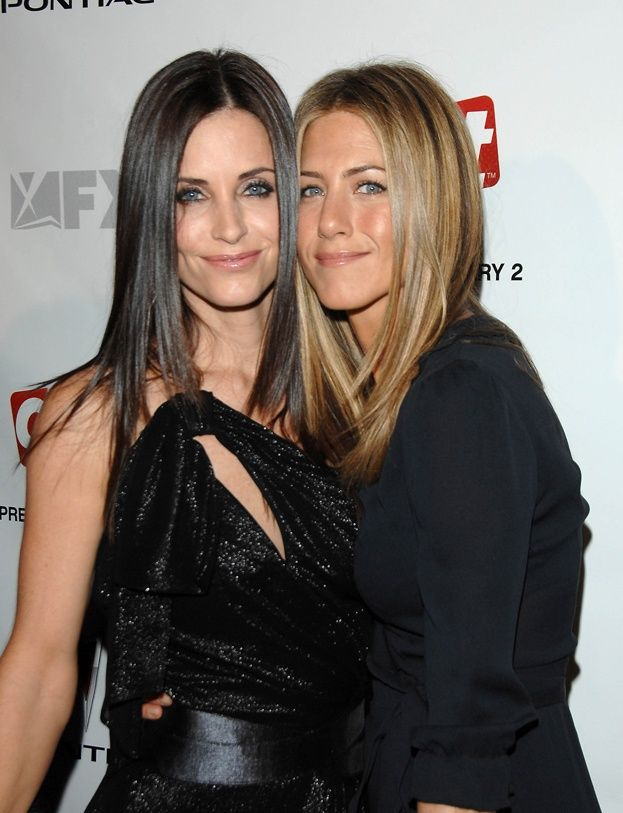 Jennifer Aniston at the premiere screening Courtney Cox's new show Dirt at the Paramount Theater, Dec 2006.