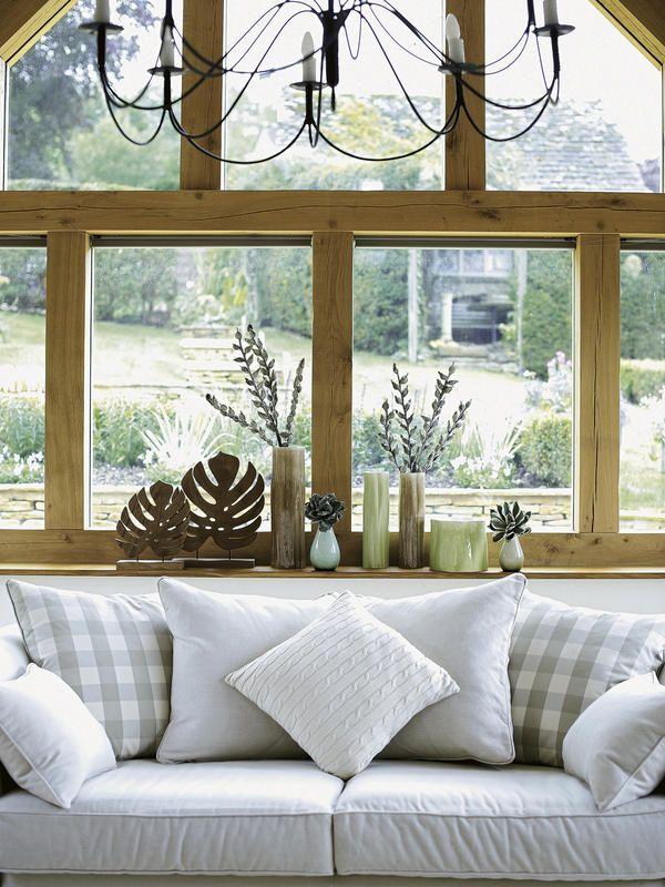 Salón-con-ventana-de-madera
