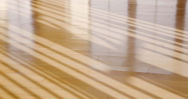 Como fazer goma laca. A goma laca líquida, muitas vezes utilizada na madeira como um vitral, selante ou verniz, é efetivamente feita a partir da resina secretada pelo inseto Kerria lacca. Após o processamento, é vendida na forma de flocos secos que podem ser combinados com álcool para fazer a goma laca líquida. Uma vez que a goma-laca líquida está disponível nas lojas ...