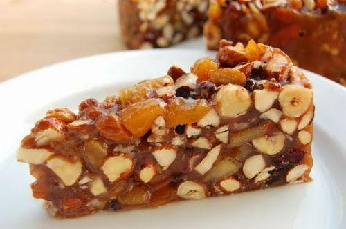 Ореховый пирог с сухофруктами