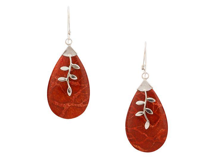 Zilveren oorbellen uit Indonesië - Balinese druppelvormige koraal oorbellen met zilveren details
