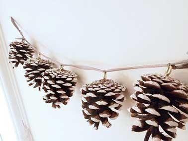 Une Guirlande De No L Fabriquer Avec Des Pommes De Pin Christmas Deco Diy Christmas And Noel
