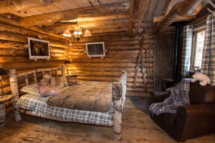 L Aventure De Sejourner Dans Une Cabane Dans Les Bois Archzine Fr Maison En Rondins Cabane Bois Cabane Dans Les Arbres