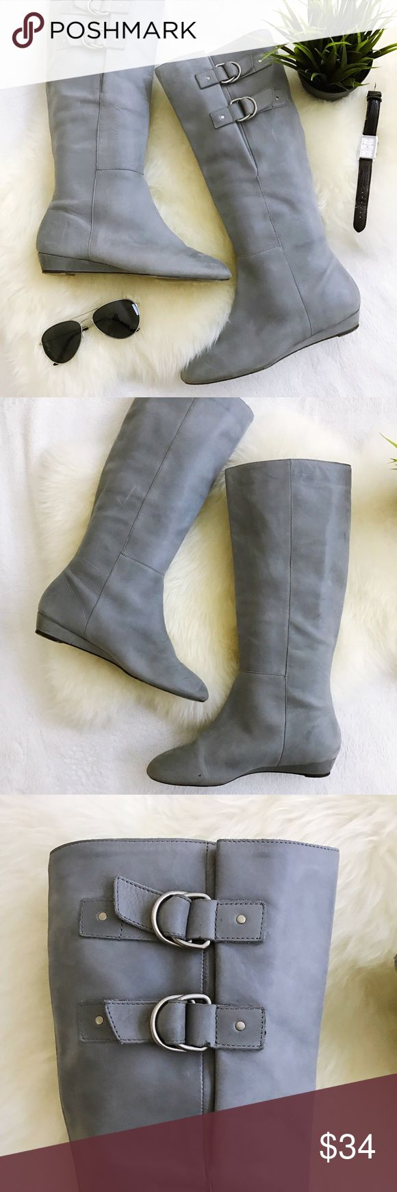 """Seychelles At Last light gray pull on leather boot GUC no major flaws. Have scuffs and marks through Minimal amount of wear to soles and heels Pull on style, 1"""" wedge heel Beautiful light dove gray color Buckles at top, adjustable  Feel free to ask questions Review all photos thoroughly  🚫trades 🚫modeling requests  🚫🅿️🅿️ 👍🏻Reasonable offers welcome! Seychelles Shoes Winter & Rain Boots"""