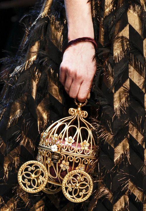 Un carosse de conte de fée ! Dolce & Gabbana Fall 16/17, Milan Fashion Week