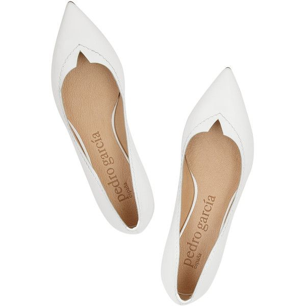 Pedro Garcia Patent-leather point-toe flats (1,405 MYR) ❤ liked on Polyvore featuring shoes, flats, flat shoes, pointy toe flats, patent flats, white shoes and white slip on shoes