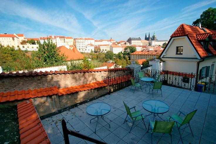 Мы подготовили подборку лучших кафе Праги с уютными верандами, очаровательными террасами и цветущими садами, где можно с удовольствием посидеть в теплый летний день.