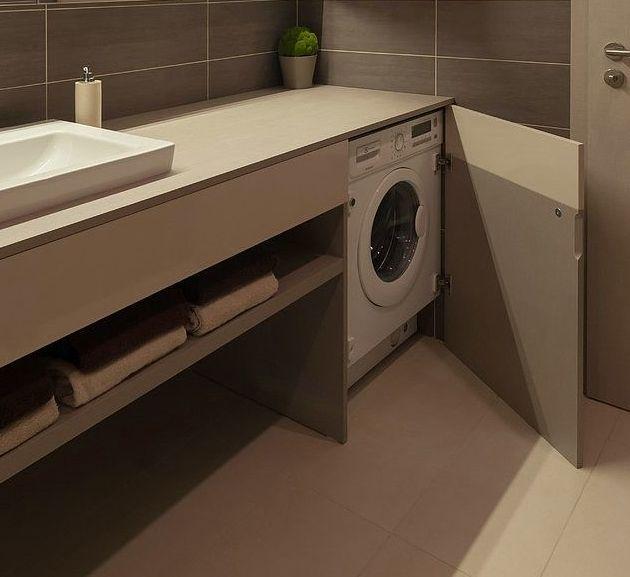 mobile bagno con lavatrice sotto piano nascosta da anta a battente lavabo sottopiano