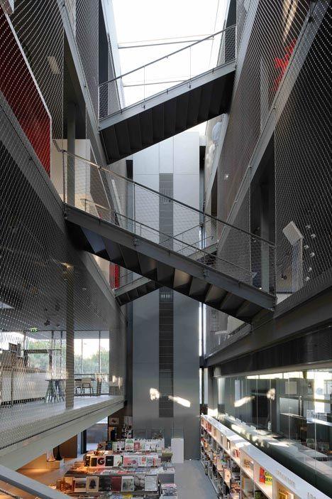 RBC design centre, montpellier  Barandilla con malla de cables inoxidables X-TEND