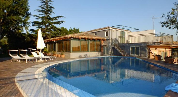 Valle Degli Ulivi Motta Sant'Anastasia Situated in Motta Sant'Anastasia, a medieval village on the outskirts of Catania, Hotel Valle Degli Ulivi is found in a picturesque valley at the foot of Mount Etna.