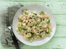 Pasta met broccoli en romige pestosaus - Recept - Allerhande - Albert Heijn