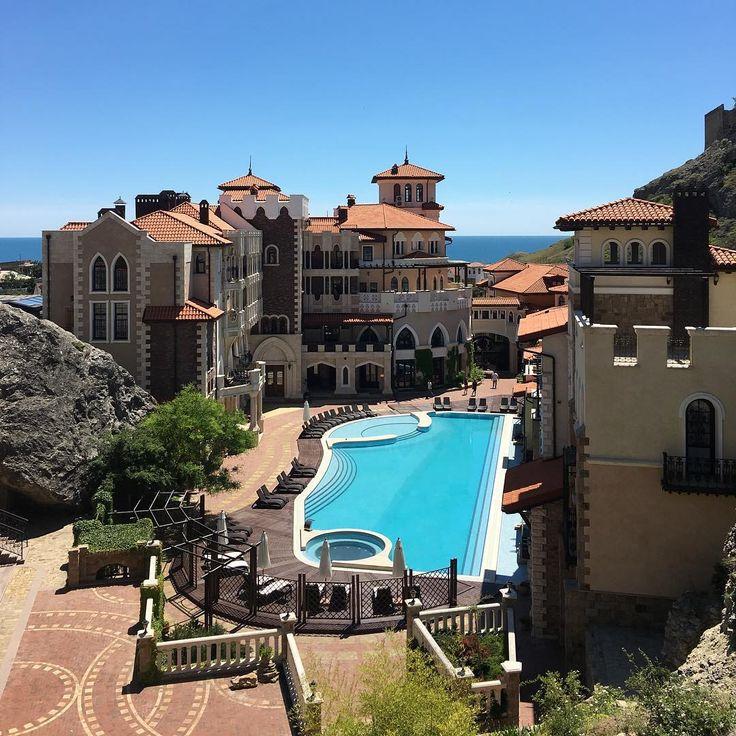 ��Потрясающее место для отдыха и свадебной церемонии! ��������Soldaya Grand Hotel & Resort #soldayagrandhotel #судак ���� Потрясающий вид из окна на море и #генуэзскаякрепость ⛰�� #свадебныйдень #свадебныйстилист #прическимосква #макияжглаз #визаж #красотарядом #модель #мисс #море #отдых #свадьбамечты #невеста #жених #свадебноеплатье #свадебныйбукет #свадебныйдень #отель #wedding #bride #weddingdress #mac #makeup #путешествие #trevel #tur #я #россия…