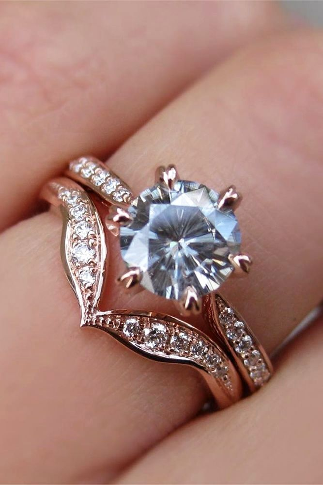 Wedding ring sets become more and more popular among couples. Bridal sets designed to fit together, they can have different colors that makes contrast.