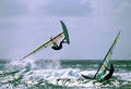 El windsurfing es un deporte que exige al participante una serie de destrezas físicas,como el equilibrio, la flexibilidad y la fuerza.Sus rutinas diarias deben  ser de elevaciones, flexiones, sentadillas y trabajo isométrico, para poder mantener el equilibrio sobre la tabla.