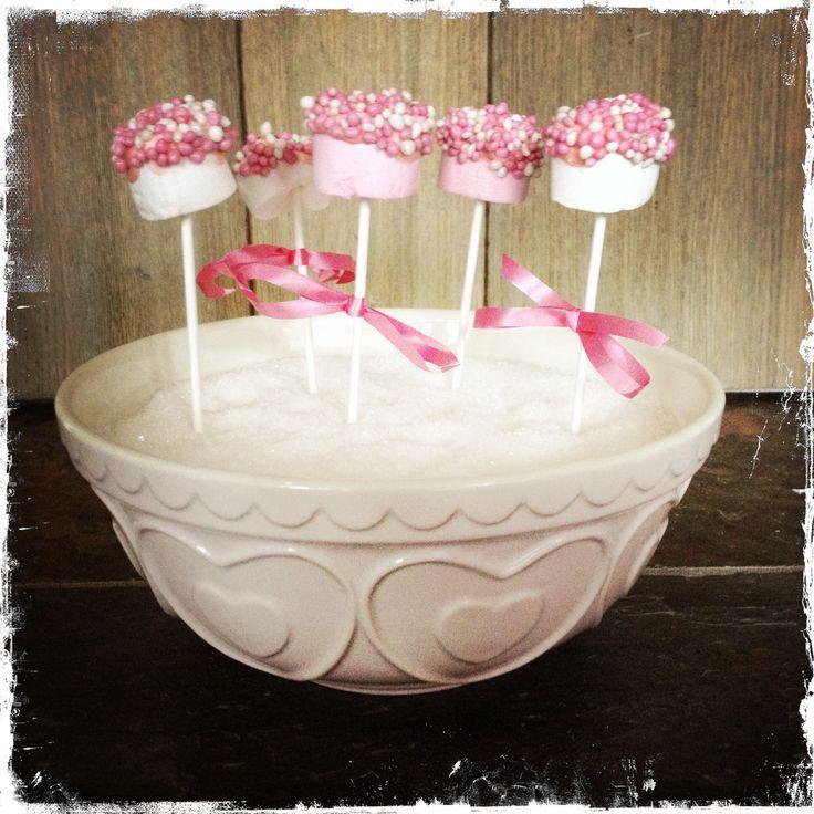 Kraamfeest! Marshmallows in choco dip met roze muisjes