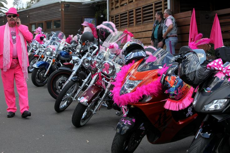 Not a spare spot at the front door to The Mean Fiddler on Pink Ribbon Ride Day.