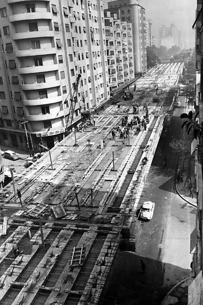 Obras do elevado Costa e Silva, próximo à Av. São João, em 1970