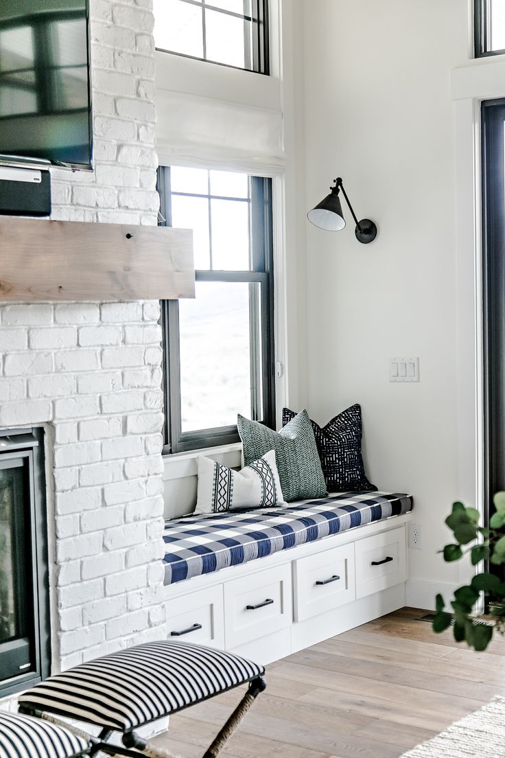 43 Ideas fot Styling Your House With White Brick Walls |   interior design wallpapers |  best interior design websites |  new interior design |  striped wallpaper |  bedroom wallpaper |  cheap wallpaper |  brick fence |  interior brick wall |  peel and stick brick wallpaper |