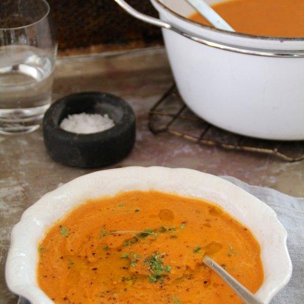 Enkel tomat- og squashsuppe
