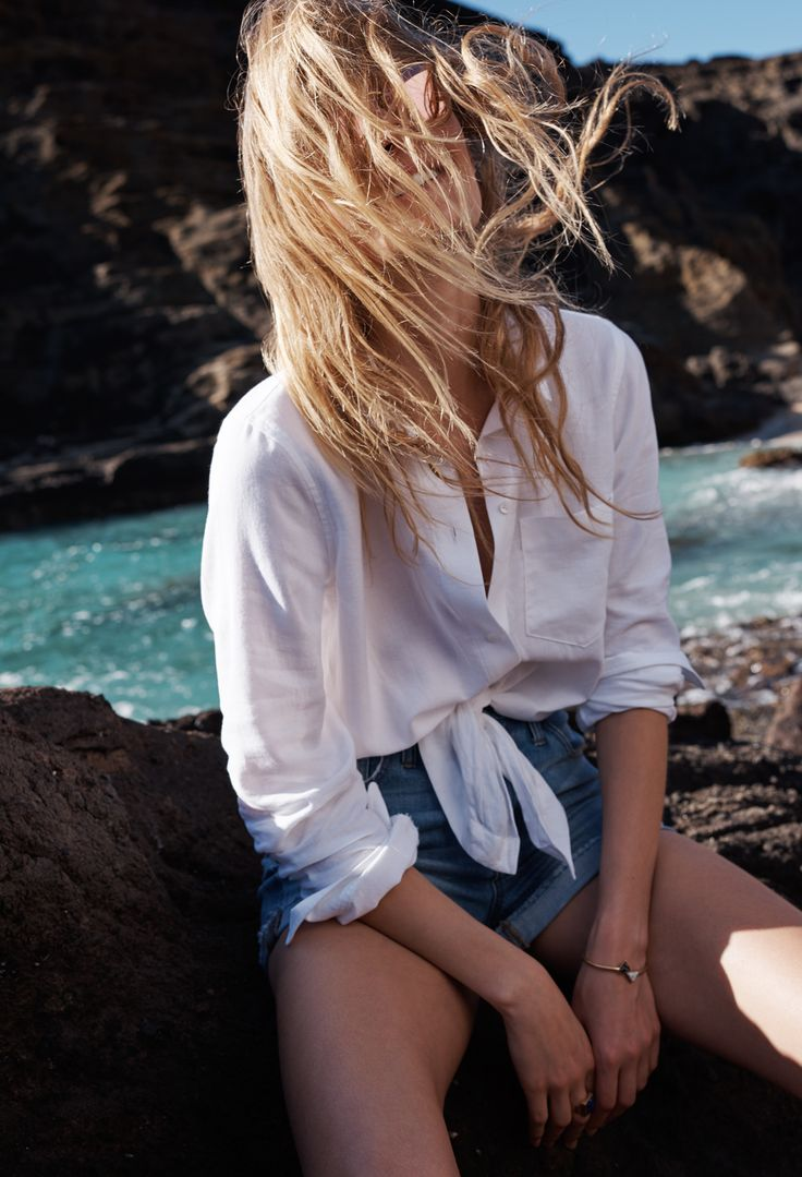 madewell tie-front shirt worn with the high-rise jean boyshorts + monterey fringe bucket bag.