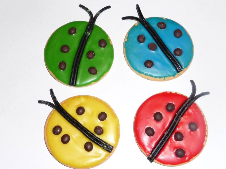 Ladybug biscuits. Iced Marie biscuits in school sports colours! See more on Facebook: https://facebook.com/YibbaYabbaMama