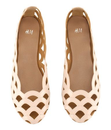 Fashion Shoes, Summer Flats, Summer Shoes, Girls Fashion, Scallops Flats, Ballet Flats, Girls Shoes, Cut Out, Ballet Pump