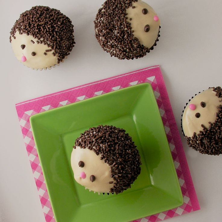 Recipe and decorating how to for Hedgehog cupcakes