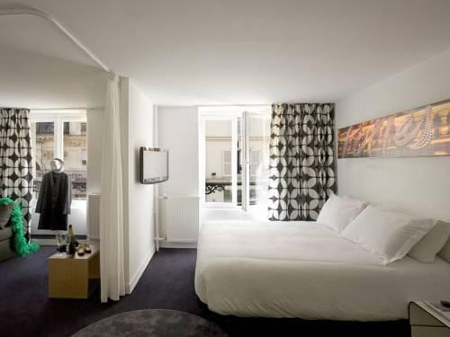 Gat Folies Hotel in Paris Tavsiye ederim güzel oteldir.
