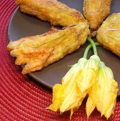 Flores de calabaza rellenas de queso y capeadas