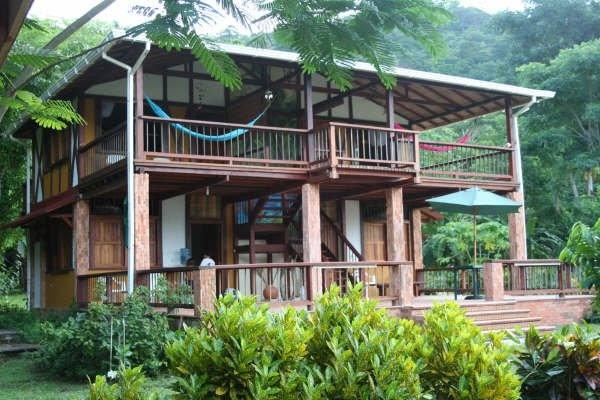 Las Ceibas Eco Lodge near Capurgana, offers amazing jungle landscape against a backdrop of dazzling blue waters, rocky cliffs & blue skies.