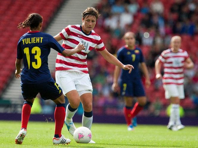 Abby Wambach vs. Colombia, July 28, 2012. (Mike Zacchino/The Oregonian)