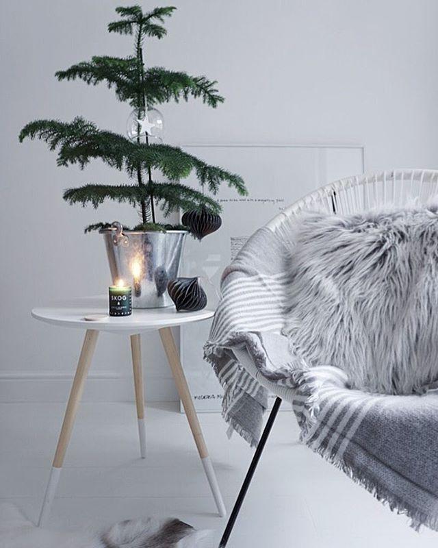Simple Christmas decor